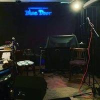 ミュージックパブ ブルードアの写真