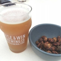 RISE & WIN Brewing Co. BBQ & General Storeの写真