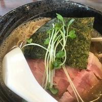もつ煮と煮干しそば(中華そば)真也食堂の写真