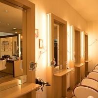 美容室ティーライズグループ アンダーカラーズ ティアラ TIARAの写真