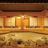 琉球料理と琉球舞踊 四つ竹 久米店の写真