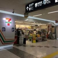 セブンイレブン 福岡空港の写真