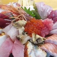 魚屋直営食堂 魚まるの写真