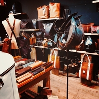 レザーバッグ革財布専門店ヴァーティゴの写真